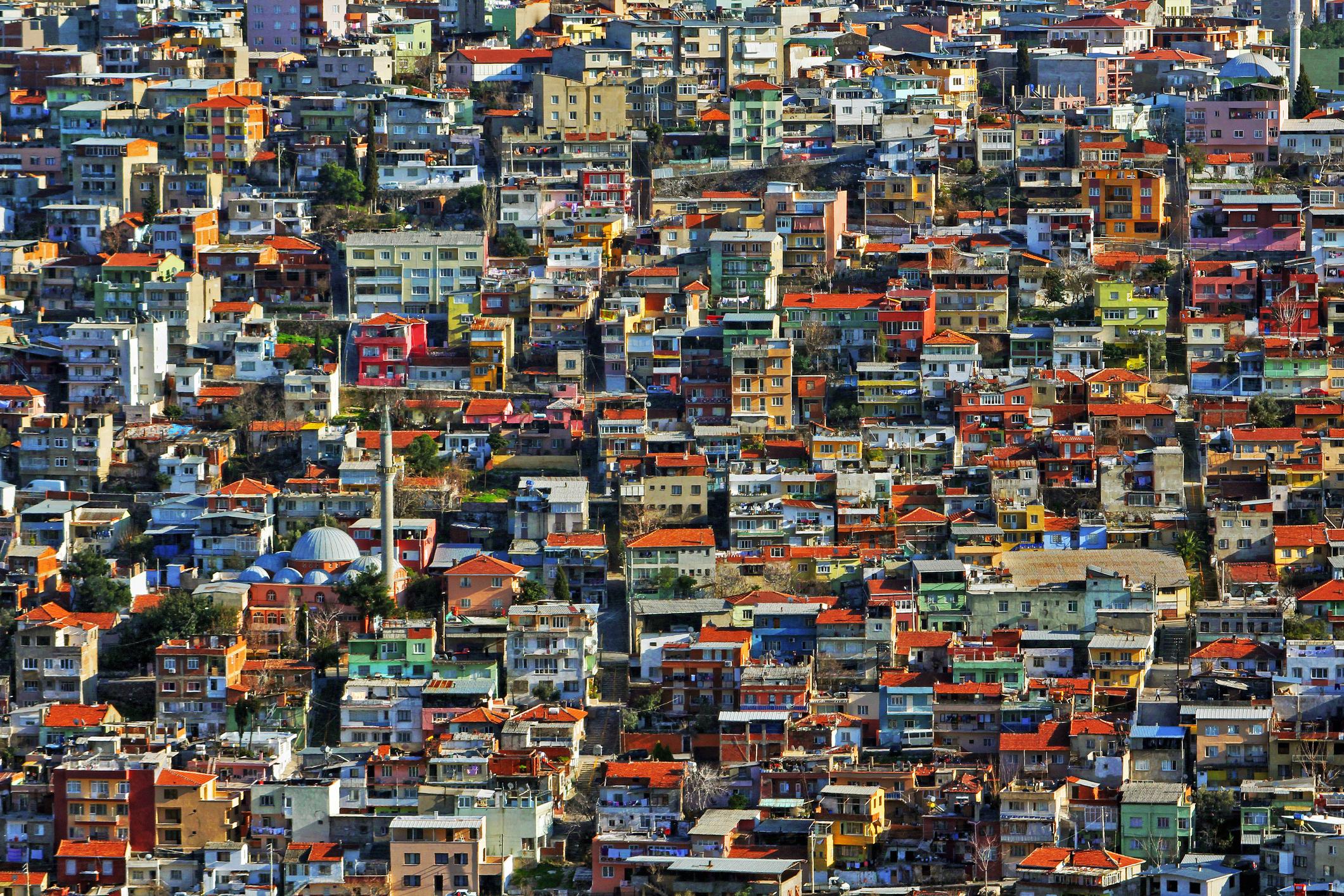 Измир е един вид обратен модел на Турция на Ердоган - поне така представят нещата жителите на града, които се самоопределят като много по-модерни и отворени към света.