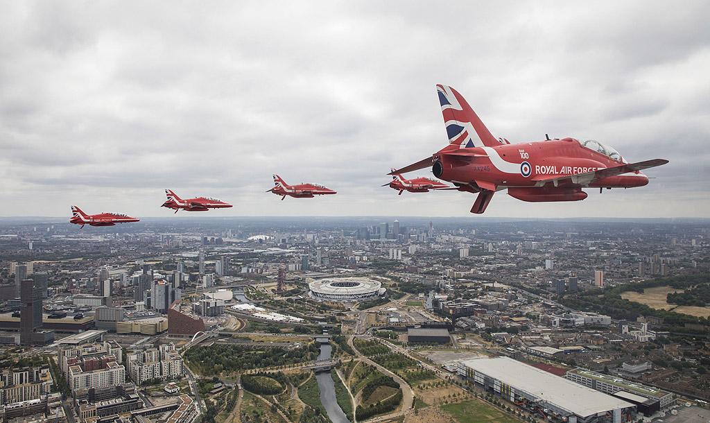 Сто дни след официалния 100-годишен юбилей, RAF отбеляза 100 години операции днес със серия от грандиозни събития в Лондон.