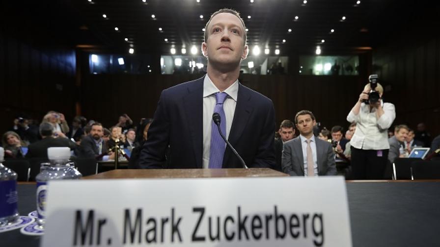 Подслушва ли Facebook телефоните на хората