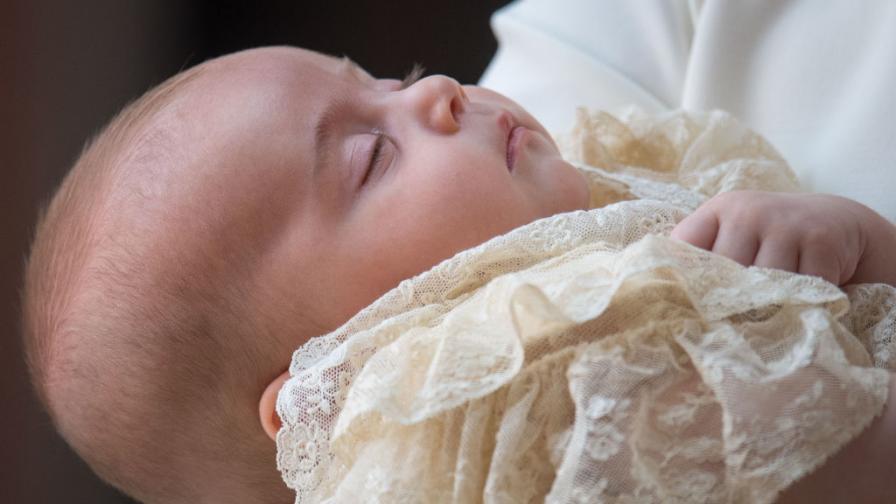 Нова снимка на кралското семейство и порасналия принц Луи