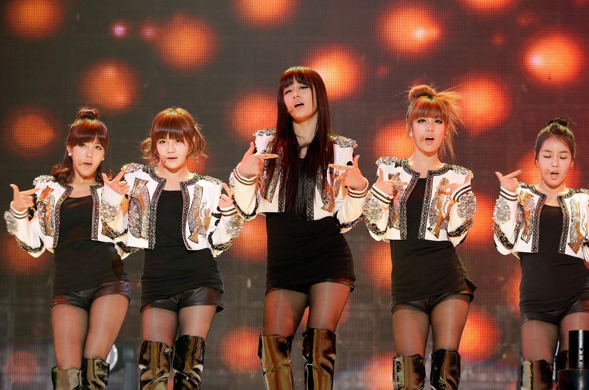 На снимката: първата корейско-китайска група: Т-Аra.