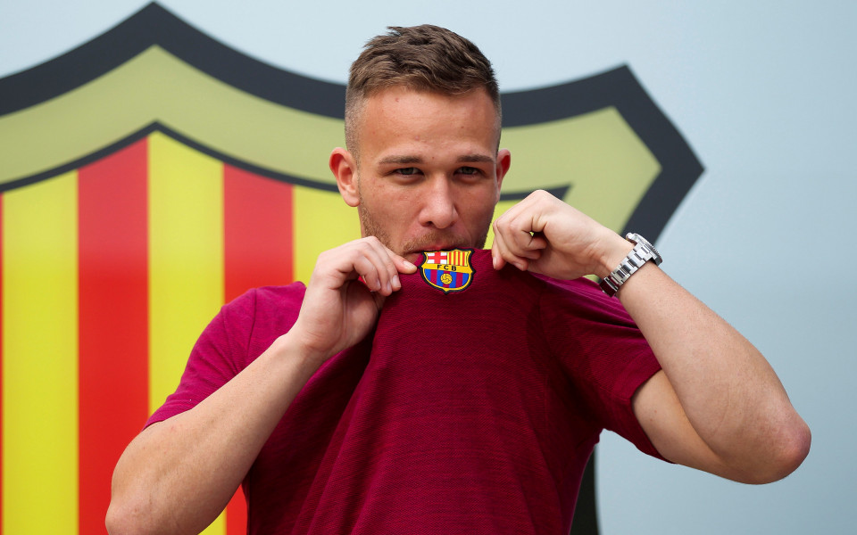 Полузащитникът на Барселона Артур ще пропусне двубоя с Валядолид, който