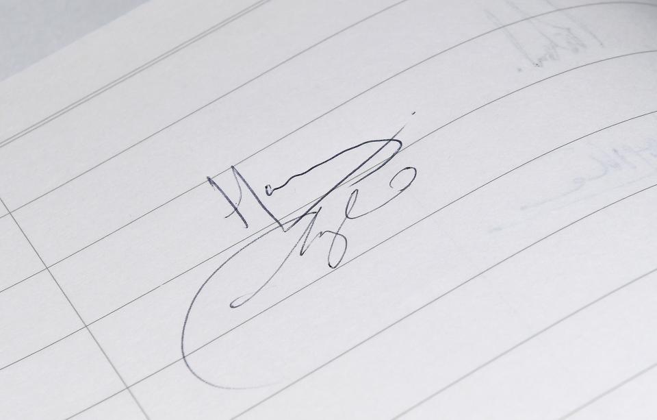 Меган Маркъл подпис