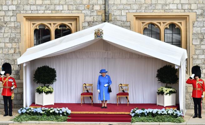 Кралицата в очакване на Доналд и Мелания Тръмп