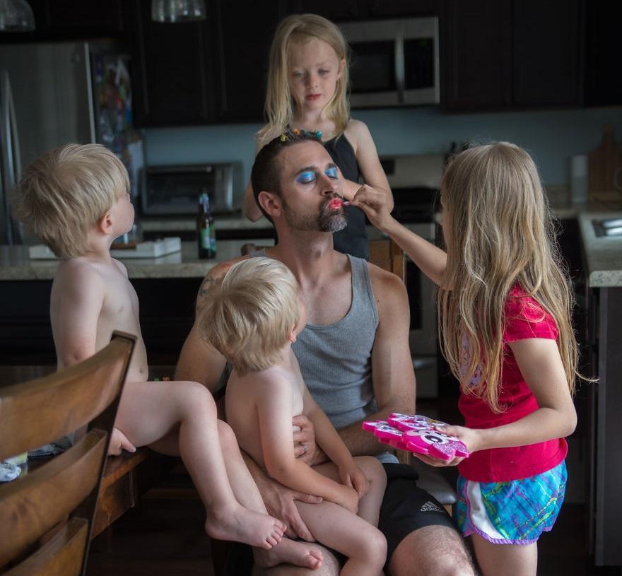 """Когато татковците останат сами с децата<br /> Снимка: <a href=""""https://www.picturesbygg.com/"""">Giedre Gomes</a>"""