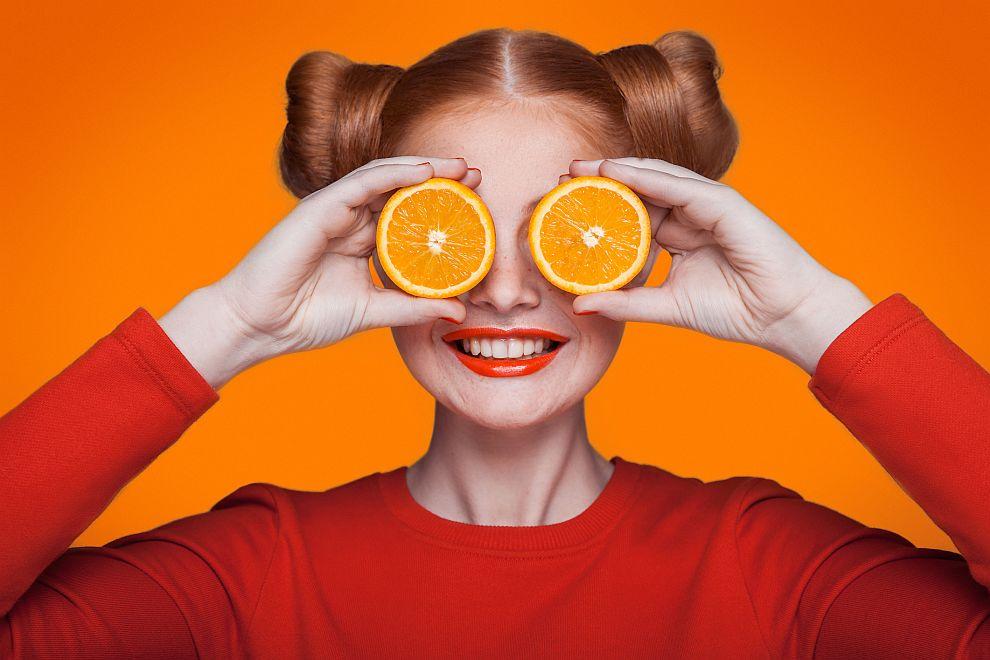 Портокали и ананас - пълни са с витамин С и фибри, а освен това са вкусни. Съдържат и голям процент от ензима бромелаин, който действа като натурално почистващо средство за петна.
