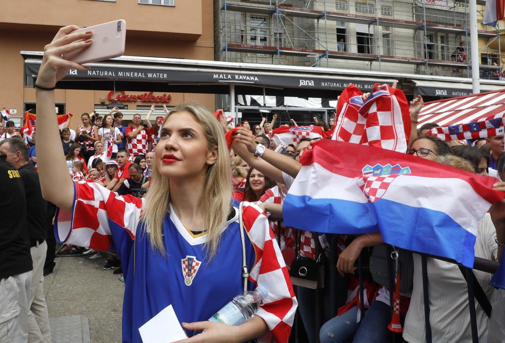 """Националният отбор на Хърватия за първи път в историята достигна финалите на Световното първенство по футбол. В последния мач, който се проведе на 15 юли на московския стадион """"Лужники"""", хърватският отбор загуби от Франция с 2: 4."""