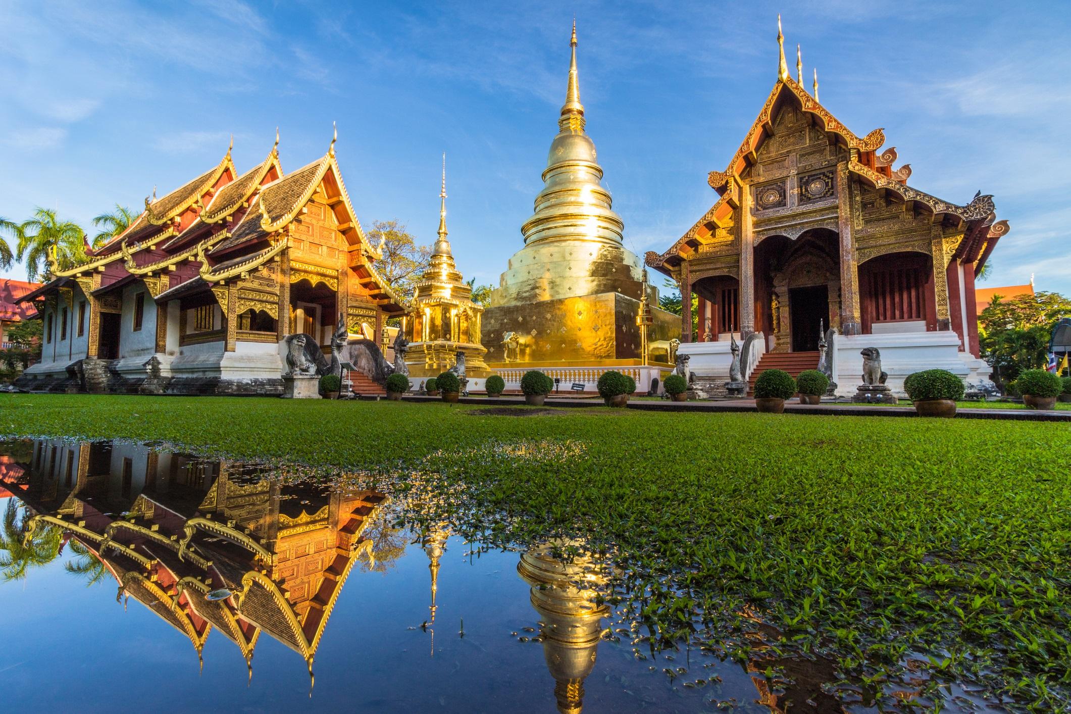 Чианг Мей, Тайланд<br /> <br /> Със своя легион от храмове и величествени градски стени, бившата столица на кралство Ланна е като извадена от историческа книга, където посетителите разглеждат сергии с антични бижута, докато познатият аромат на грилована тилапия в бананово листо изпълва въздуха. Традицията в този древен град се вижда навсякъде, но тя е съчетана с креативни кафенета и прекрасни ресторанти, специализирани в експерименталната фюжън кухня, както и новооткрития музей на съвременното изкуство.