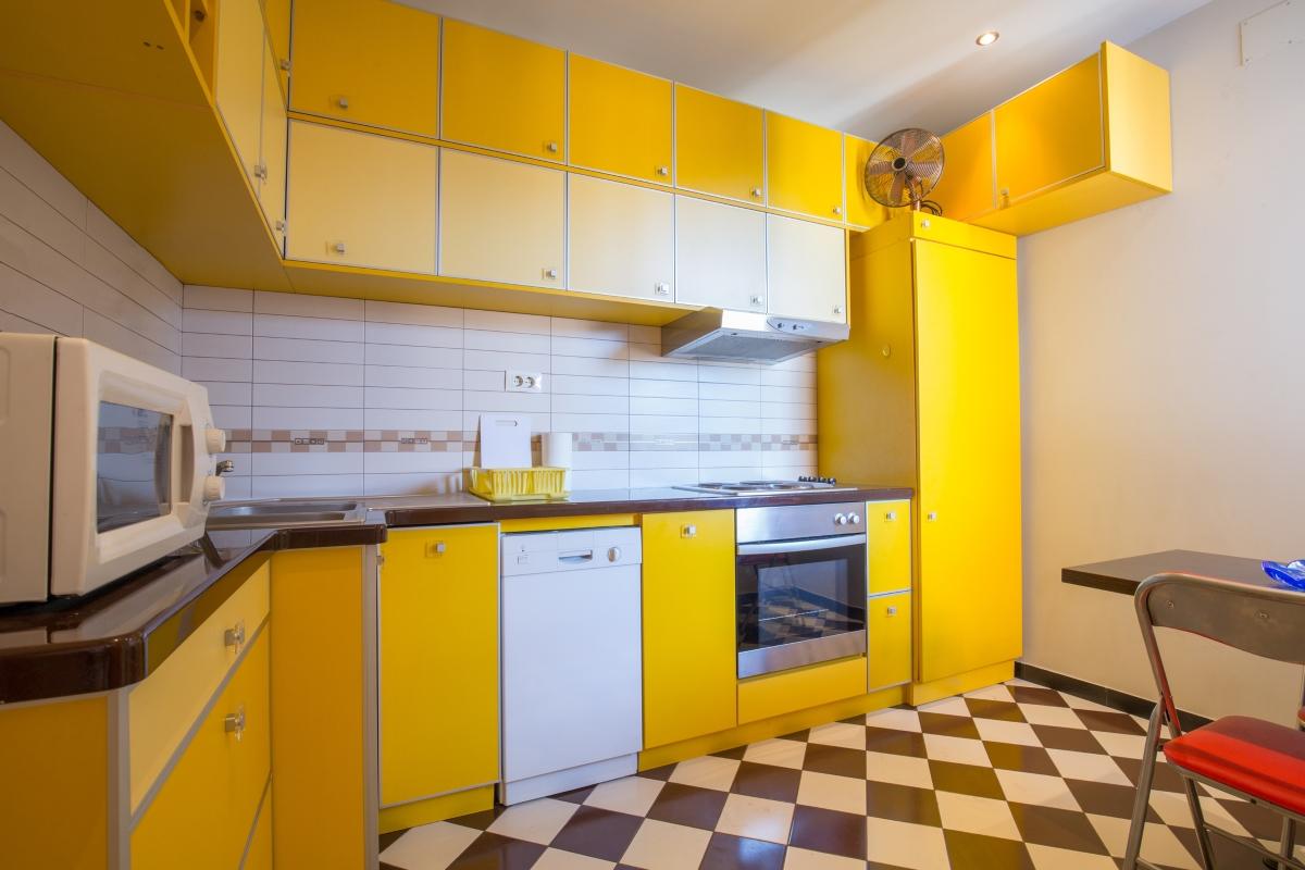 Хората, които избират за акцент жълто за кухнята обиат да се занимават с интериора на дома си, но не и с... готвене.