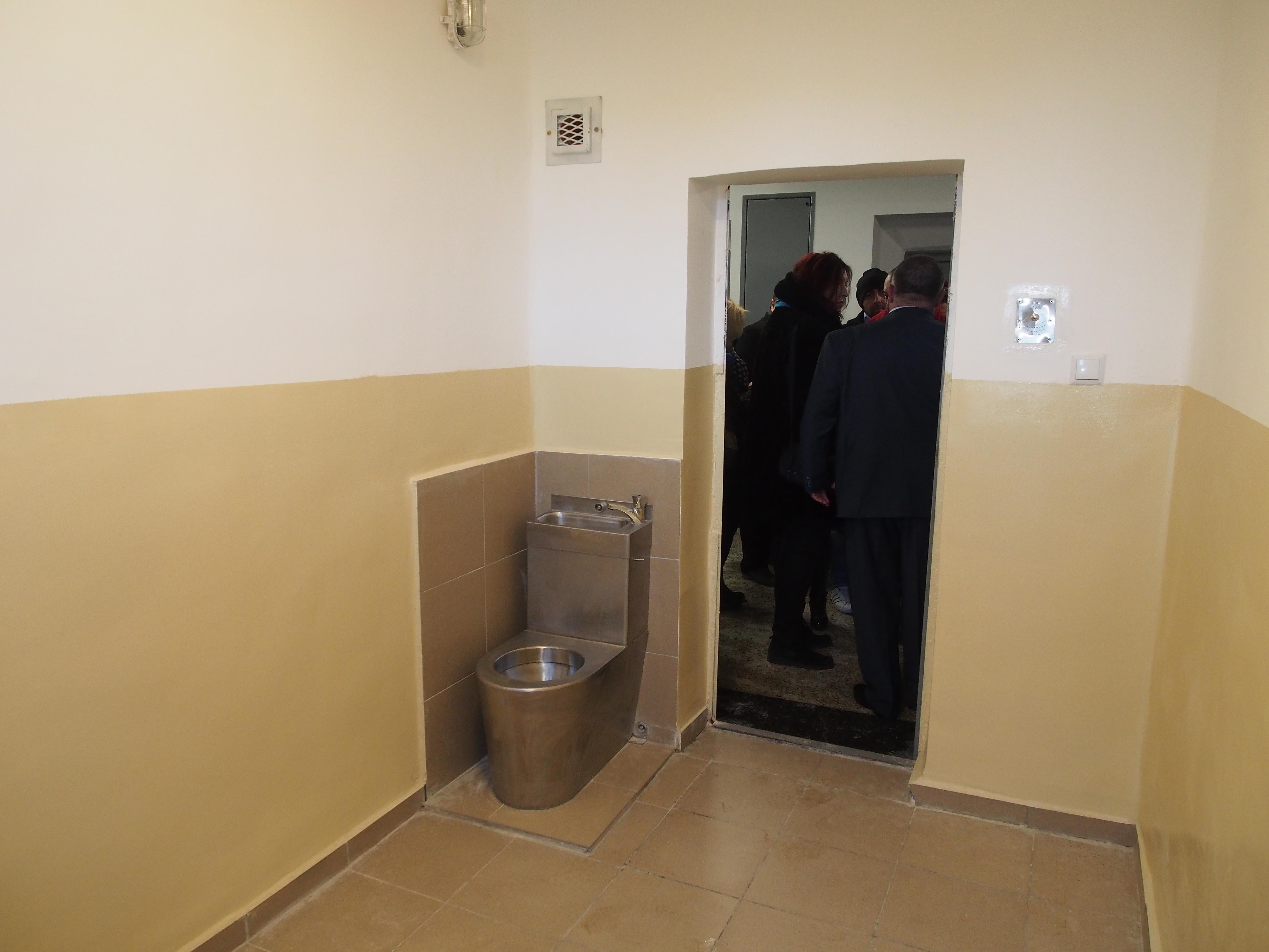 Това е ремонтираният затвор във Варна.
