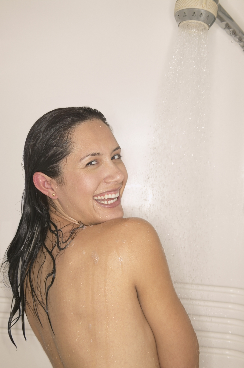 Студения душ е полезен стурин, тъй като действа събуждащо.