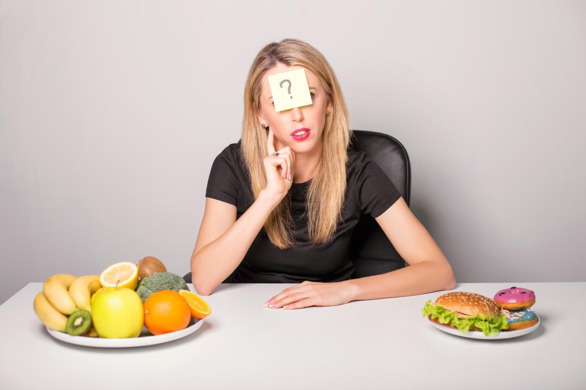 Мозъкът бързо свиква с високите нива на сол и захар в тези храни. Когато нивото в организма им падне, ще чувстате остър глад. Така че - колкото повече ядете, толкова повече ще огладнявате.