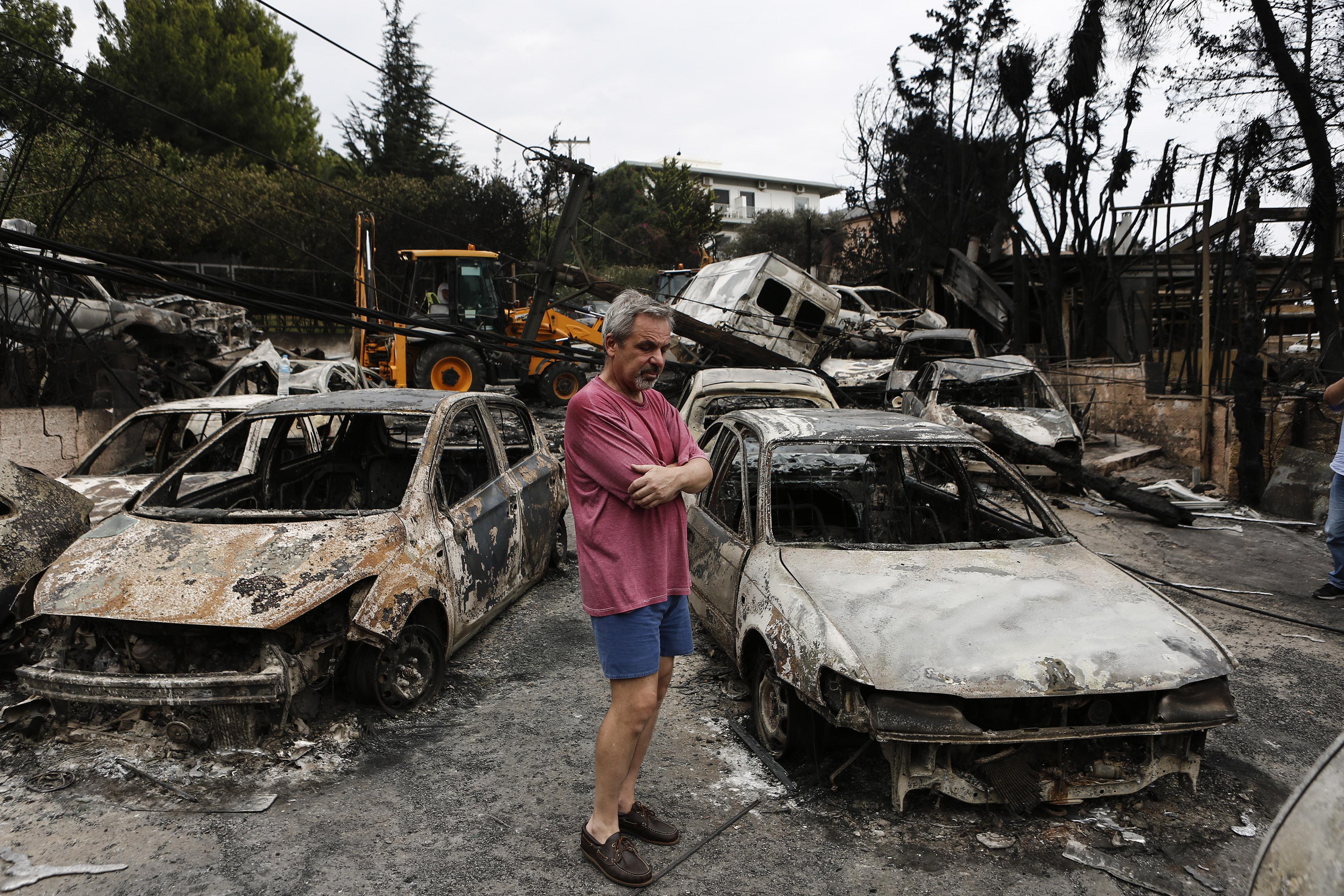 До този момент гръцките власти съобщават за най-малко 60 загинали и 156 ранени, от които 11 в тежко състояние. Пострадали са 16 деца.