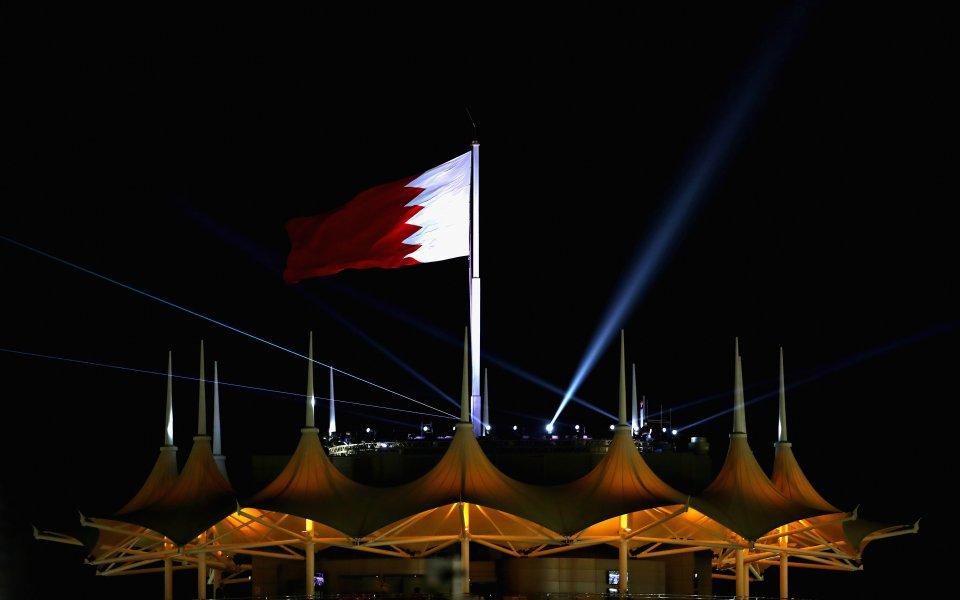 Формула 1 мести предсезонните тестове в Бахрейн