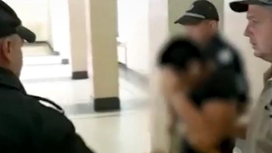 Съдът остави в ареста момчето, наръгало с нож съученик