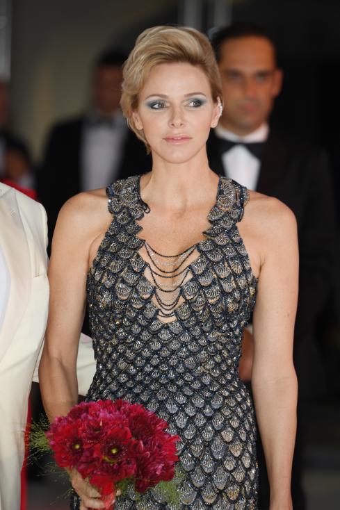 - Чарлийн - принцесата на Монако, е известна с безупречния си стил. Независимо дали е облечена с дънки и сако на градинско парти, или с дълга сребриста...