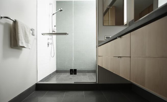 Ако правите това в банята, сте далеч от хигиената (СНИМКИ)