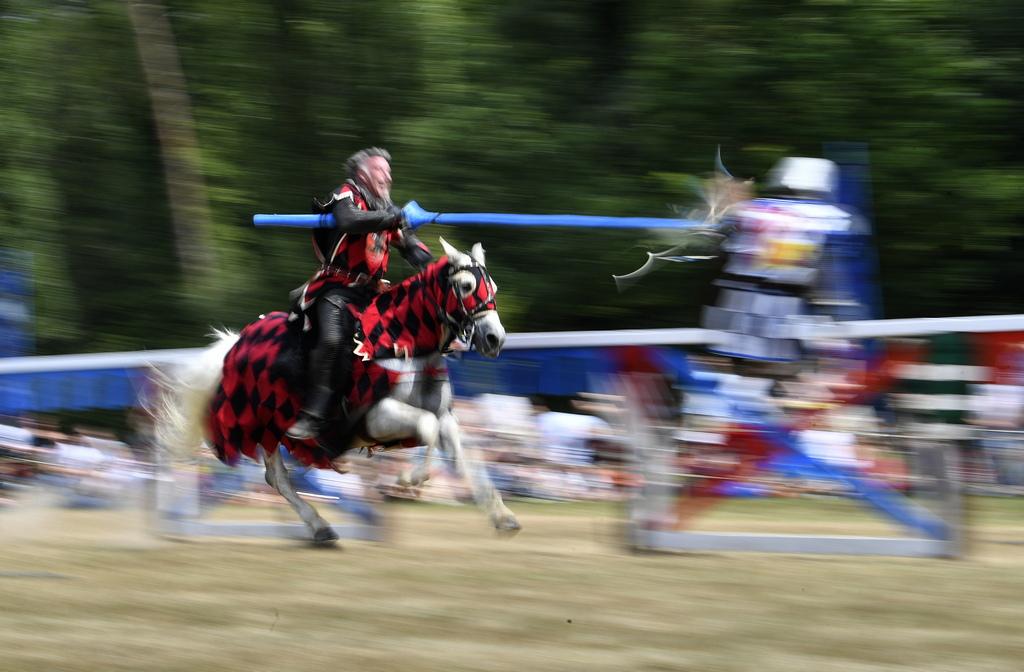 След 17-ти век турнирите са преустановени, но след 1970 година възстановките на рицарските двубои са възродени отново.