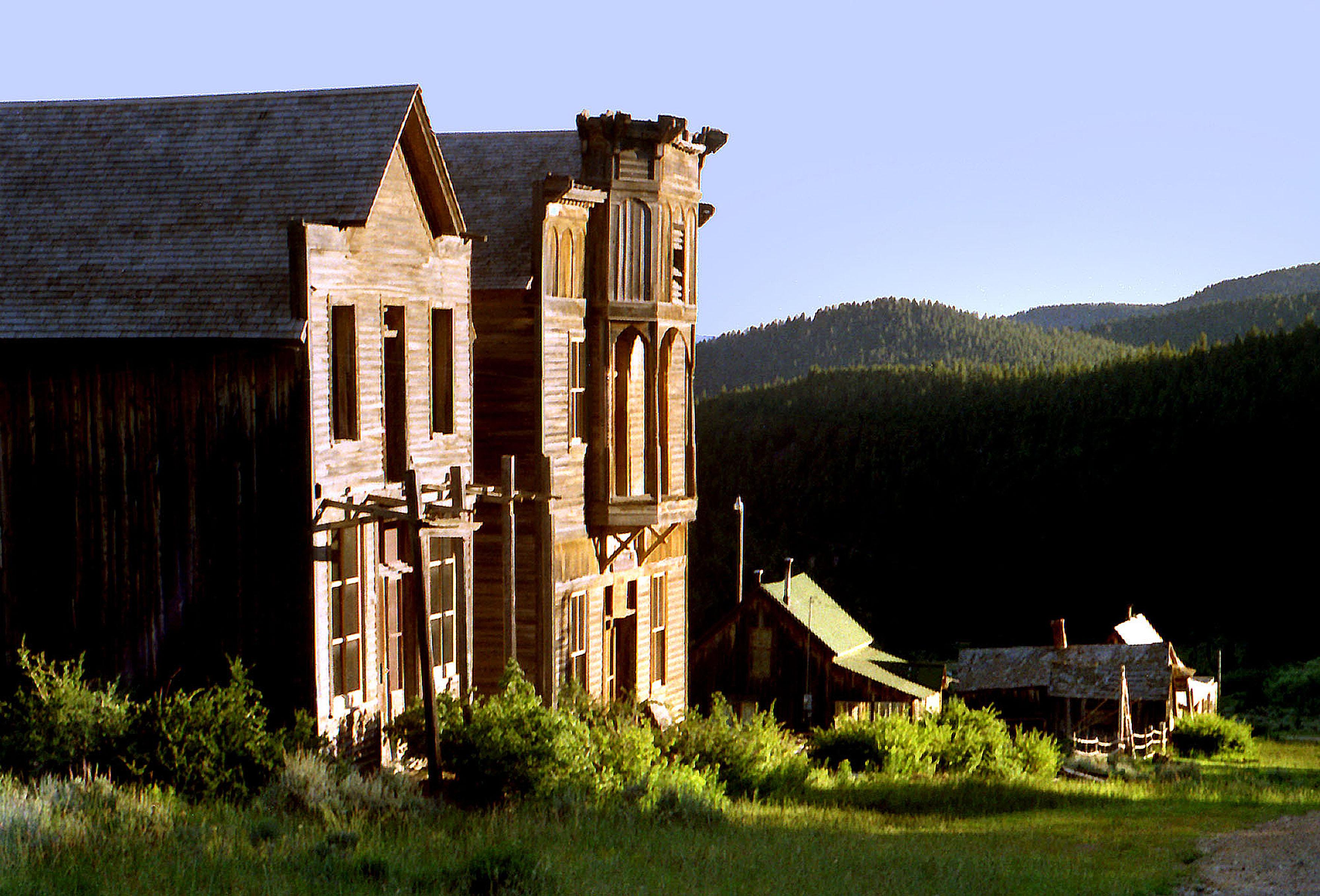 Елкхорн, Монтана - население 10 души. Този колоритен град предлага разходка в миналото, запознанство от близо с диви животни и колоездене.