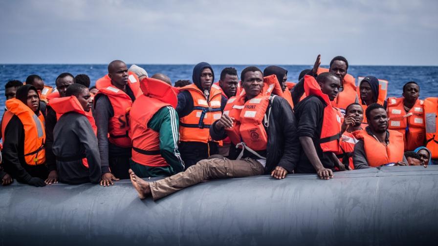 Италиански кораб върна мигранти в Либия