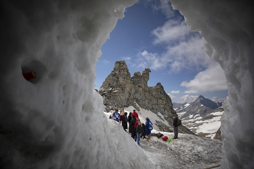 Председателят на Австрийската асоциация по ледниково плуване Йозеф Коебер покани членовете на Асоциацията да прекарат три дни в Хинтертукс, Тирол, за тренировъчни сесии в пещерата на ледника Хинтертукс.