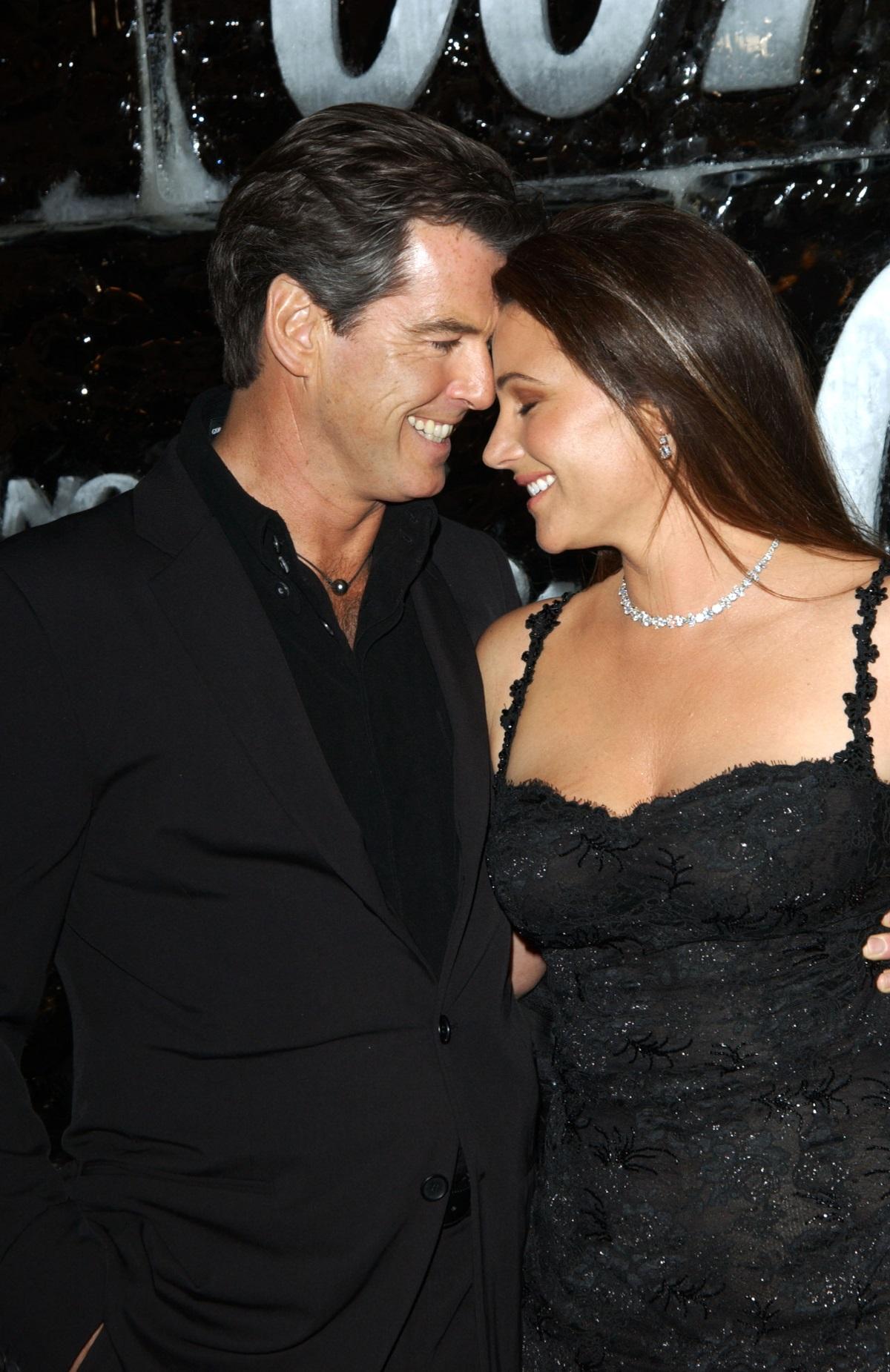 На фона на многото ни известни звездни разводи една връзка навърши 25 години. Бившият Джеймс Бонд Пиърс Броснан и съпругата му Кийли отпразнуваха дългогодишната си любов.