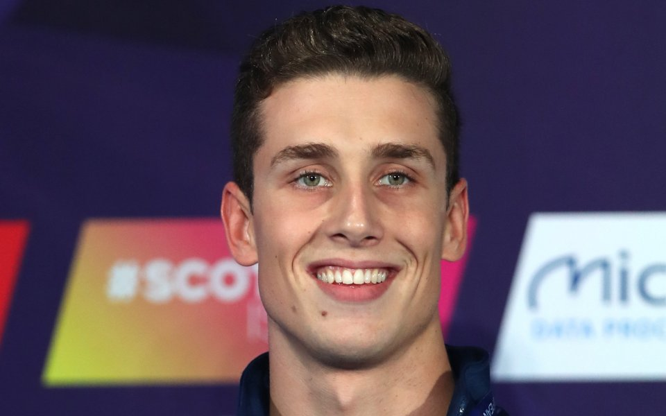 Син на родна легенда изпусна златото на 50 м свободен стил в Глазгоу