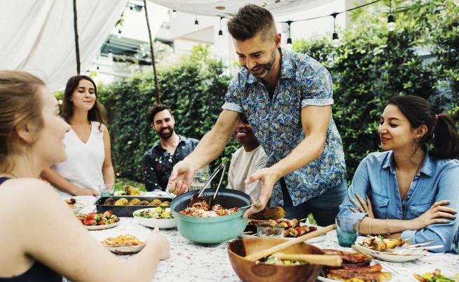 Никога не яжте тези храни през лятото (СНИМКИ)
