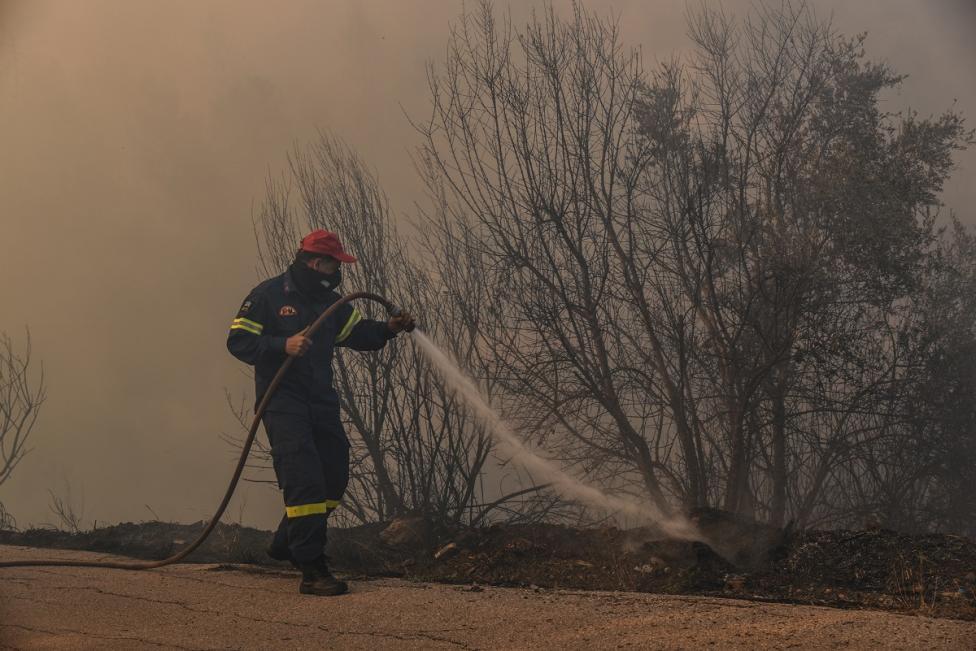 - В неделя избухнаха силни пожари в Контодеспоти и Ставрос