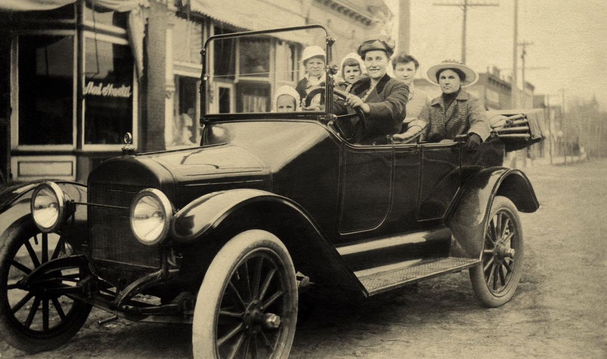 """""""Конят е тук, за да остане, докато автомобилът е само е една новост, прищявка"""".<br /> <br /> Президентът на Michigan Savings Bank съветва адвоката на Хенри Форд да не известира във Ford Motor Company.<br /> <br /> 1903 г."""