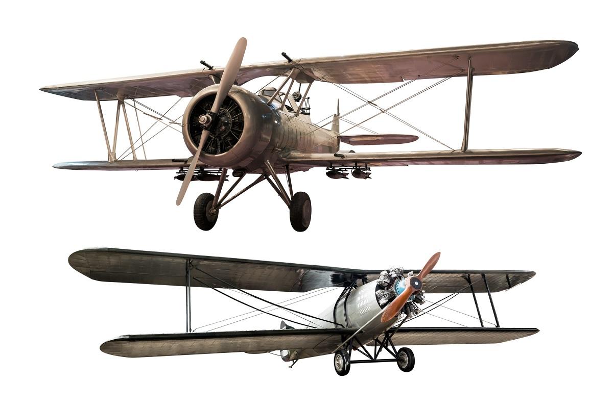 """""""Летенето с машини, по-тежки от въздуха, е непрактично и маловажно, дори напълно невъзможно"""".<br /> <br /> Саймън Нюкомб, канадско-американски астроном и математик казва това 18 месеца преди братята Райт да извършат първия в историята на човечеството контролиран полет с моторен летателен апарат по-тежък от въздуха в Кити Хоук, Северна Каролина.<br /> <br /> 1902 г."""