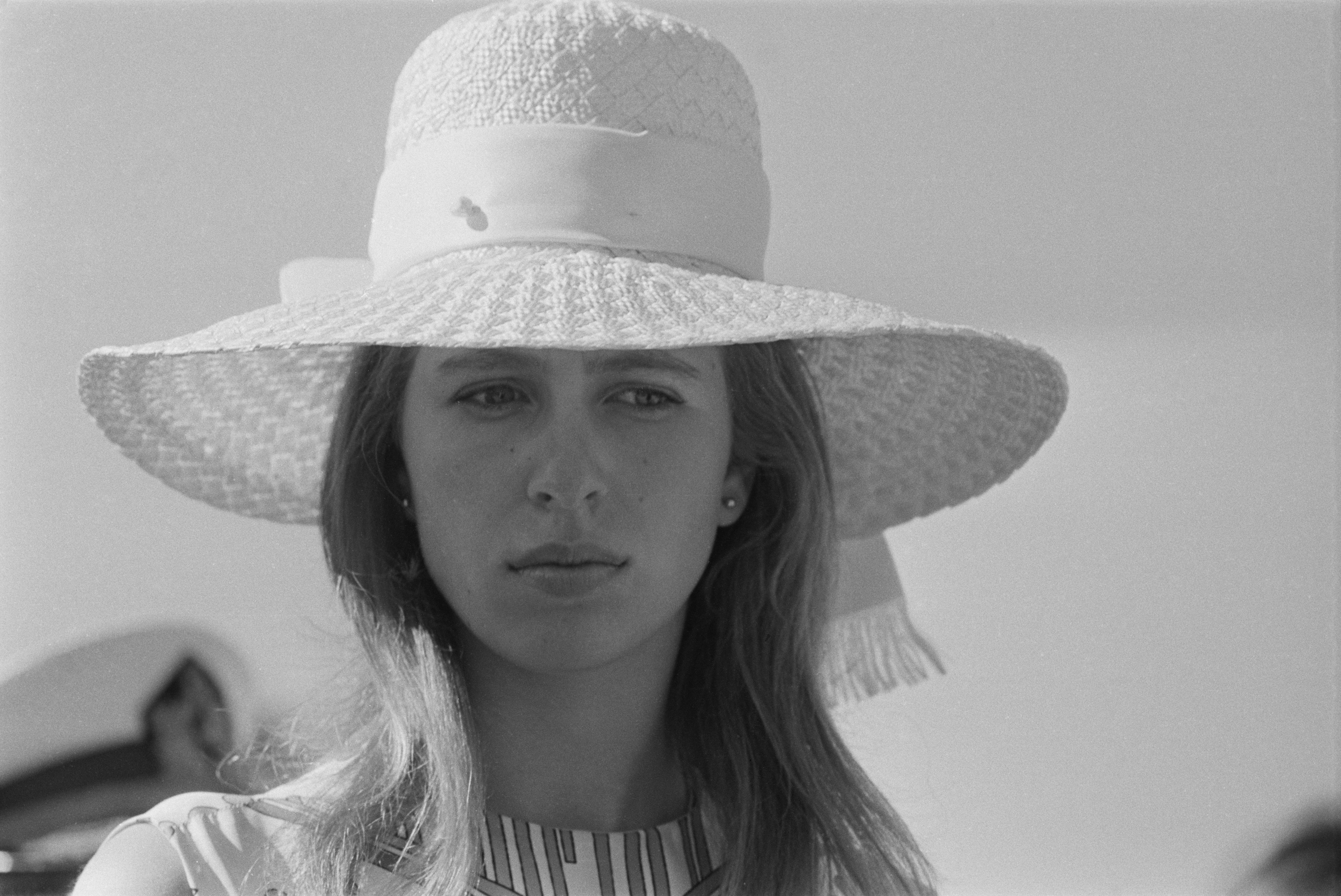 Ан Елизабет Алис Луиз Уиндзор, родена на 15 август 1950 година. Принцесата поема повече от 500 публични ангажимента на година и въпреки понякога странното си поведение,тя е един от най-възхитителните членове на Кралското семейство.