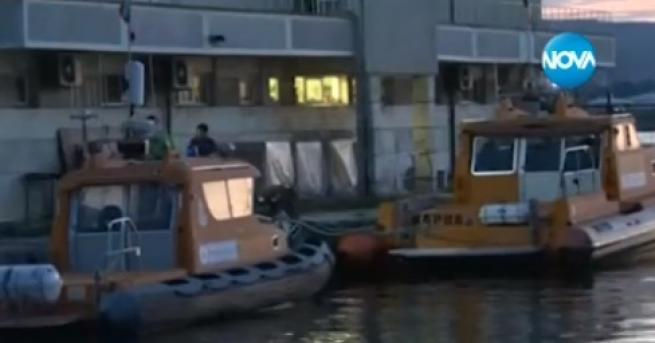 Две деца са паднали в морето в района на вълнолома