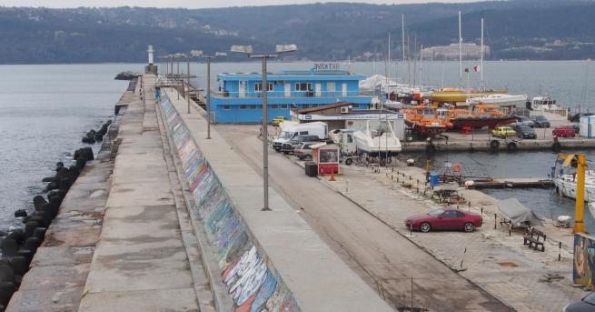 Издирването на двете деца, които паднаха в морето край Варна