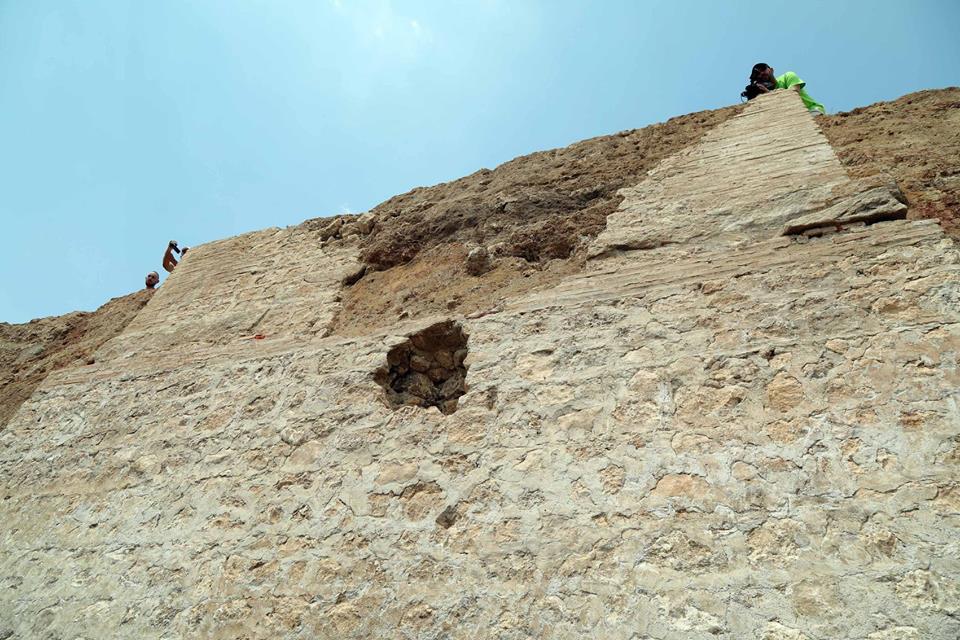 Височината на гробницата - над 20 м, е доста над обичайните могили на нашата територия.