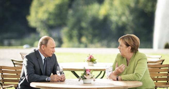 Руският президент Владимир Путин и германският канцлер Ангела Меркел обсъждаха