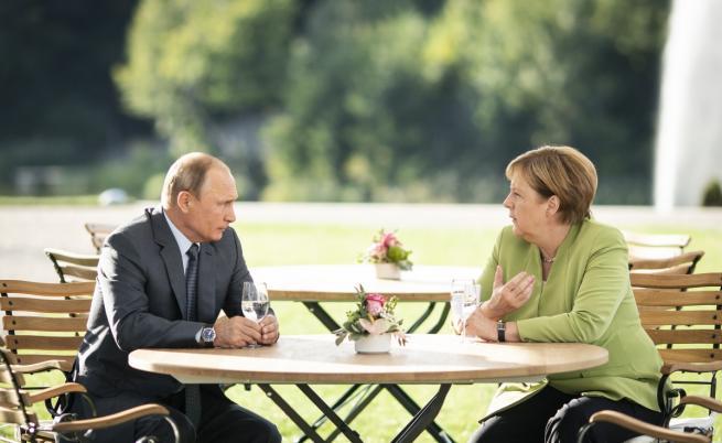 """Путин и Меркел – среща за """"сверяване на часовниците"""""""