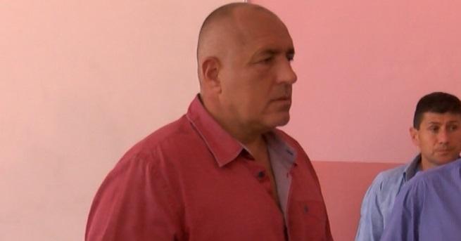 Министър-председателят Бойко Борисов обеща да опита да помогне клиентите на