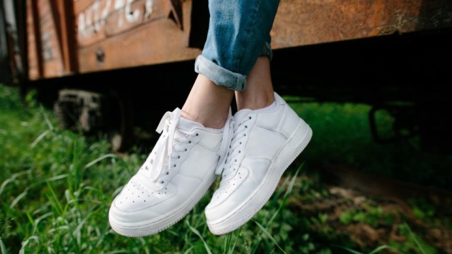Как да запазите обувките си бели това лято