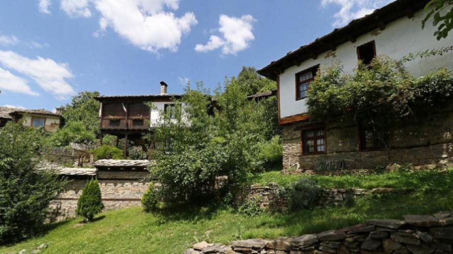 Село Лещен - връщане назад към корените и българщината