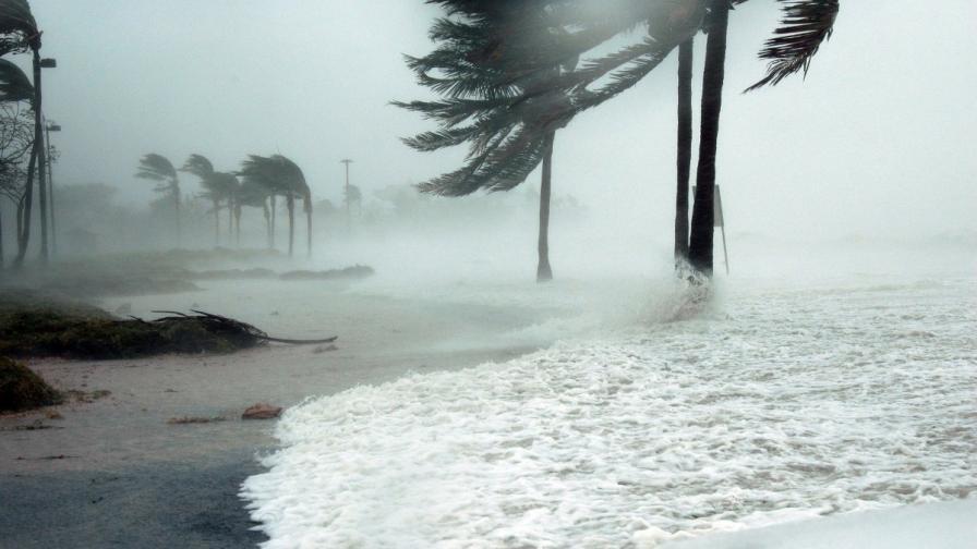 Чудовищна буря приближава към Хаваи