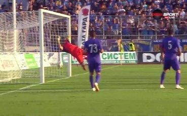 Мариани удари греда за Левски