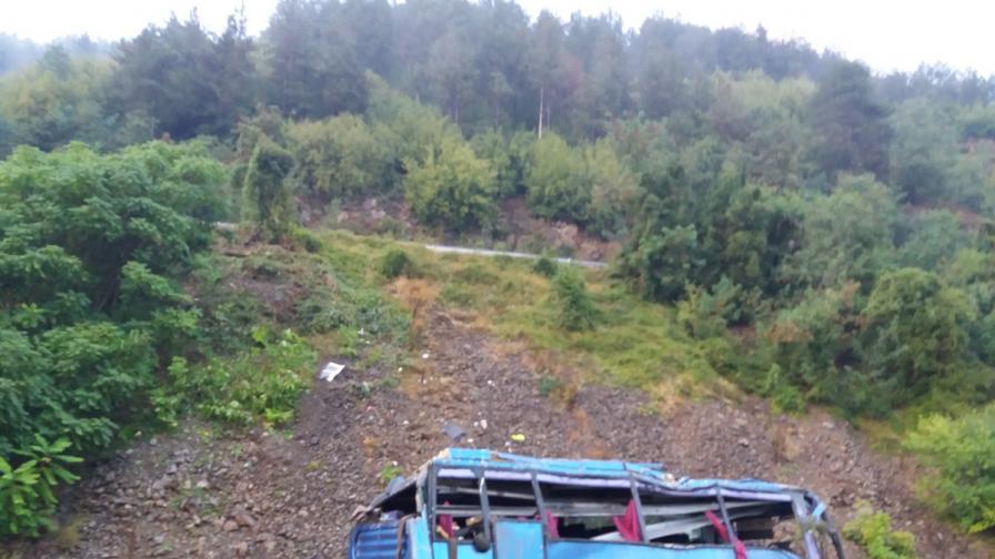 <p>Жертвите на катастрофата край Своге вече са 19</p>