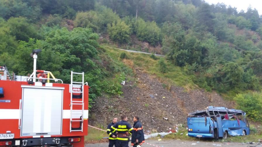 Автобус се обърна в Искърското дефиле, 16 души загинаха