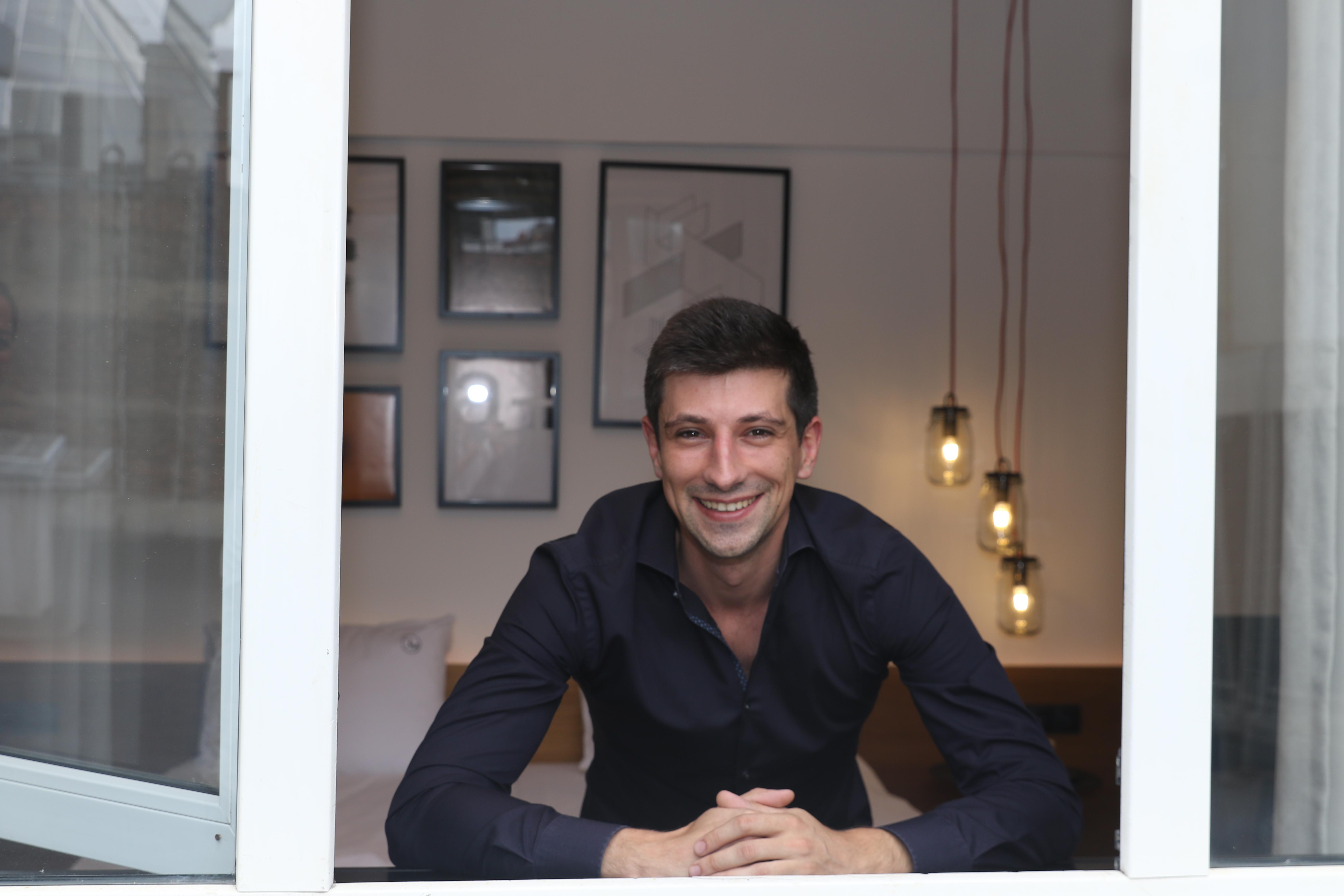 Борис Павлов е убеден, че България е място с потенциал за нови идеи и така се прибира и дава старт на Flat manager - фирма за управление на имоти в Airbnb, която развива изключително успешно.