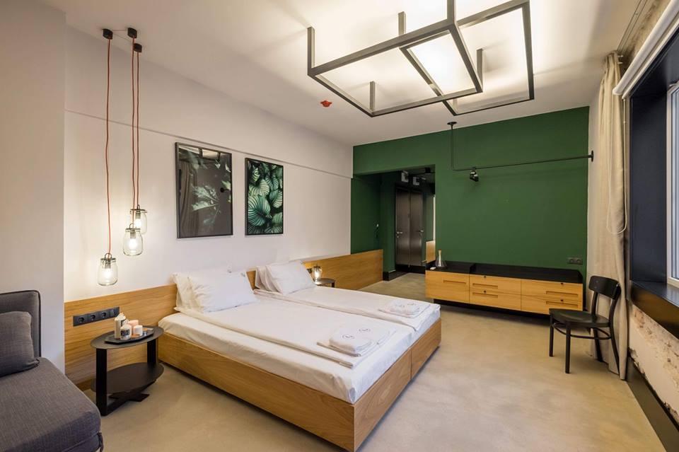 FM предоставя като услуга и управление на бутикови хотели, които също са регистрирани в популярната платформа Airbnb. Един от тях е R34