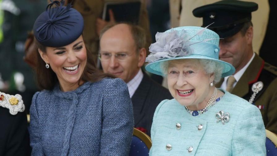 Най-забавните снимки на кралицата заедно с Кейт и Меган