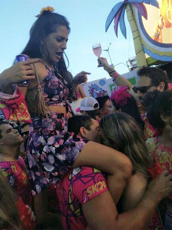 Не отивай на карнавал с приятелката си, ако си склонен да забравиш, че тя е на раменете ти, докато се забавляваш с други момичета.