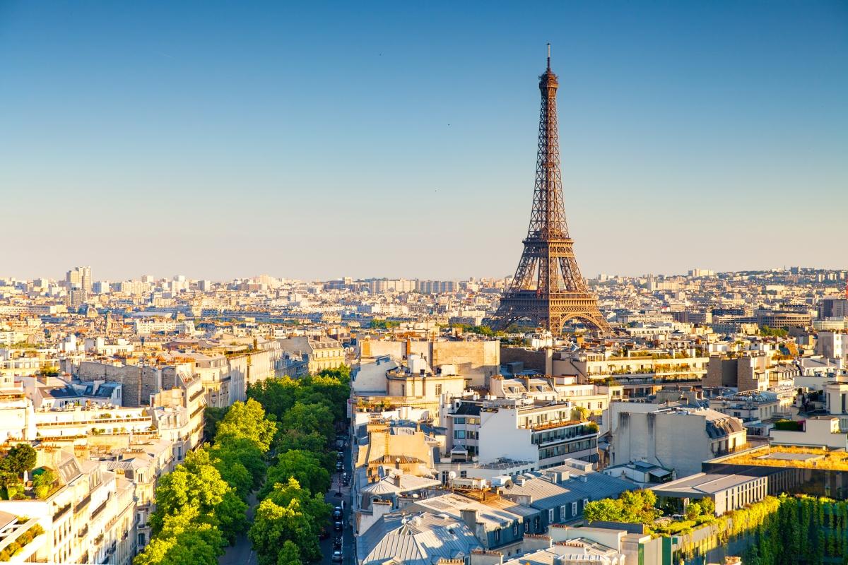 Тами Летерър и съпругът й се скарват, след като тя обърква часовете, в които е отворен Лувърът в Париж. Съпругът й искал да посетят колкото се може повече места, а Тами – да седнат и да си починат. Объркването на часа провалило плановете на съпруга й, което преляло чашата.