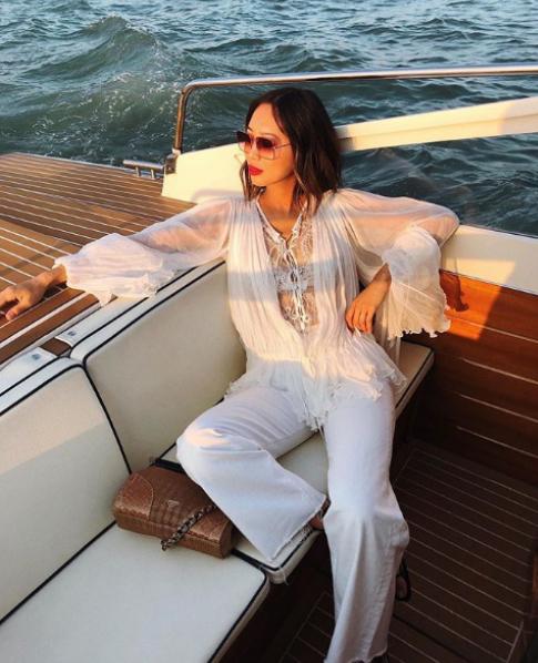 """9.<a href=""""https://www.instagram.com/songofstyle/"""">Ейми Сонг</a>е класирана на второ място за най-успешен блогър в световен мащаб следКиара Ферани (която ще видите по-нататък в галерията).Американката с азиатски корени има какво да предложи – сайтът ѝSong of Styleсъбира над 2 млн. месечни посещения и е след най-следенитеITмомичета в социалните мрежи."""
